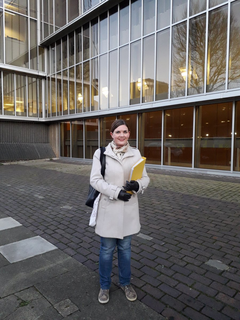 Carrie Hynds presenst housing petition to the council 2017-12-14