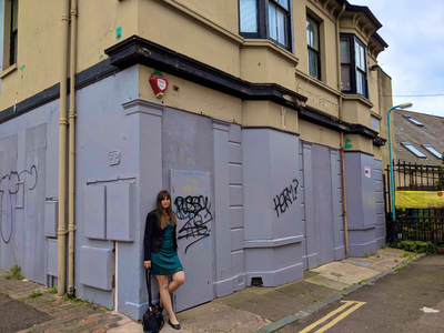 Beatrice Bass (2019 PPC, Hove) outside closed music venue (Freebutt)